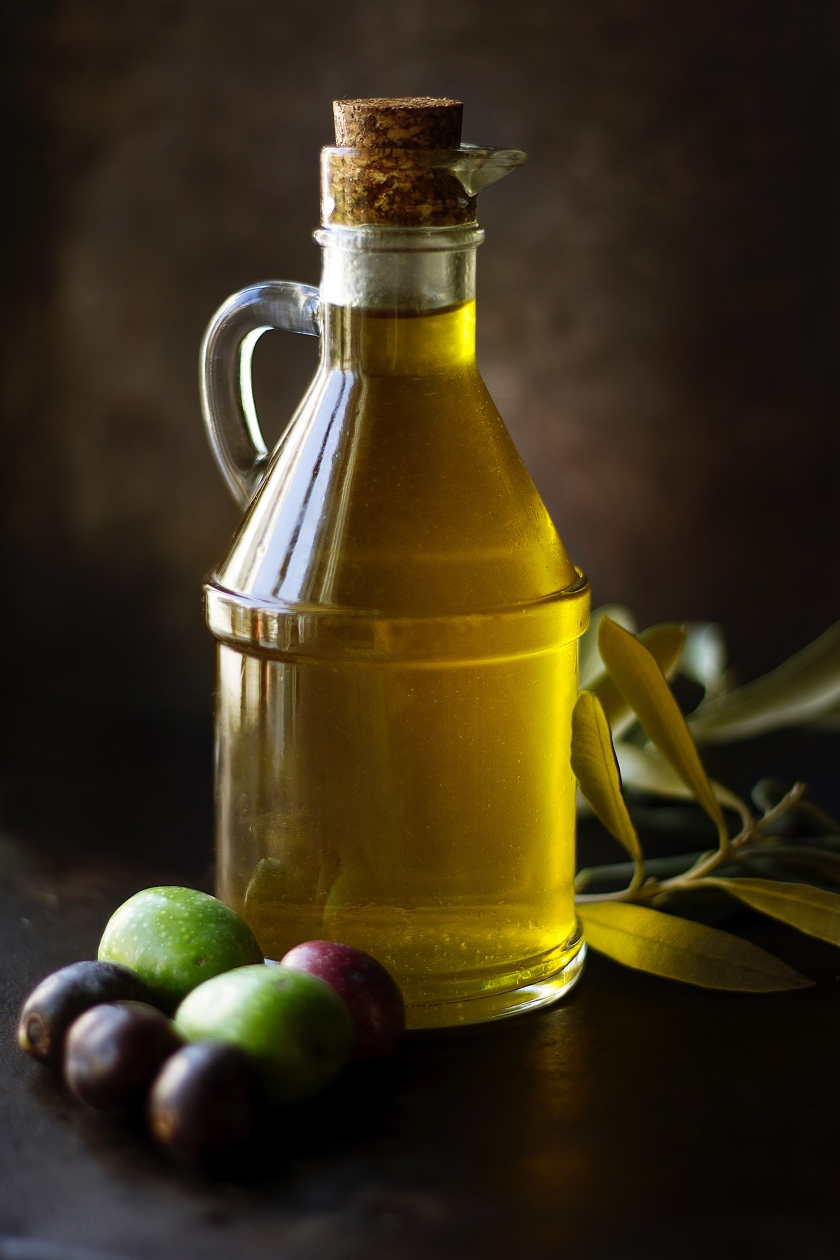 Olive oil by Roberta Sorge on unsplash
